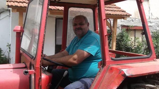 Suprug na traktoru © Foto: Gordana Simonović Veljković