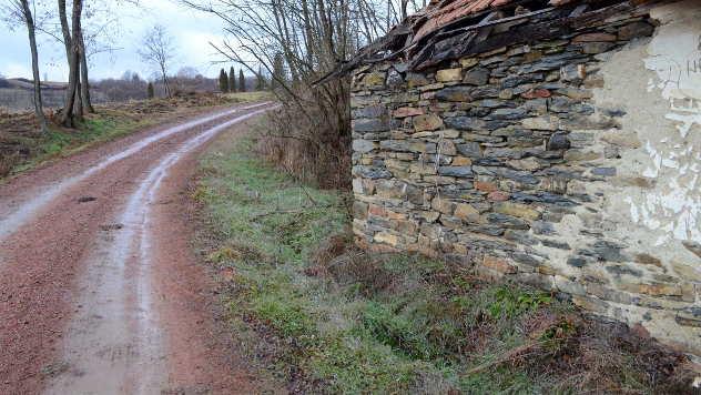 Crveni put u selu Ramaća - © Foto: Biljana Nenković
