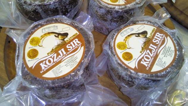 Kozji sir domaćinstva Budimirović spreman za prodaju - © Foto: Dejan Davidović