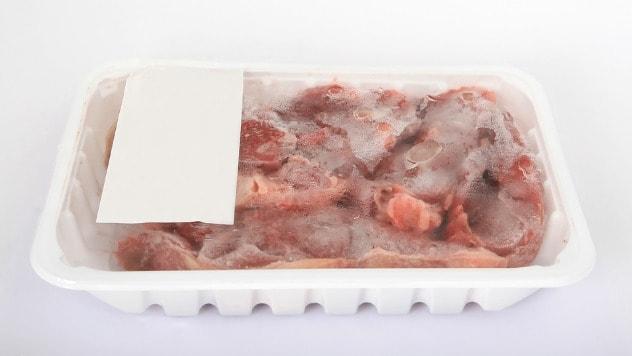 Odmrzavanjem mesa stvaraju se uslovi za mikroorganizme - ©Pixabay