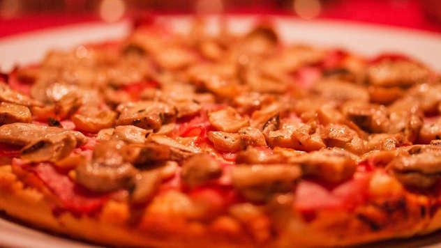 Italijanska klasik pica - iz arhive fotografija picerije Mamma Rossa