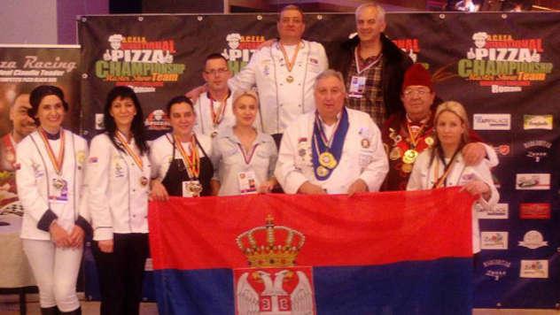 Srpski tim u Bukureštu - iz arhive fotografija picerije Mamma Rossa