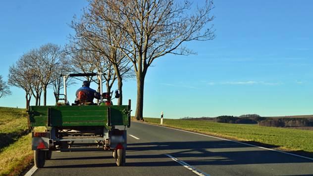 Traktoristi u saobraćaju - © Pixabay