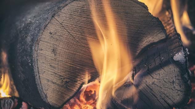 Kvalitetna, suva cepanica, je idealno drvo za ogrev